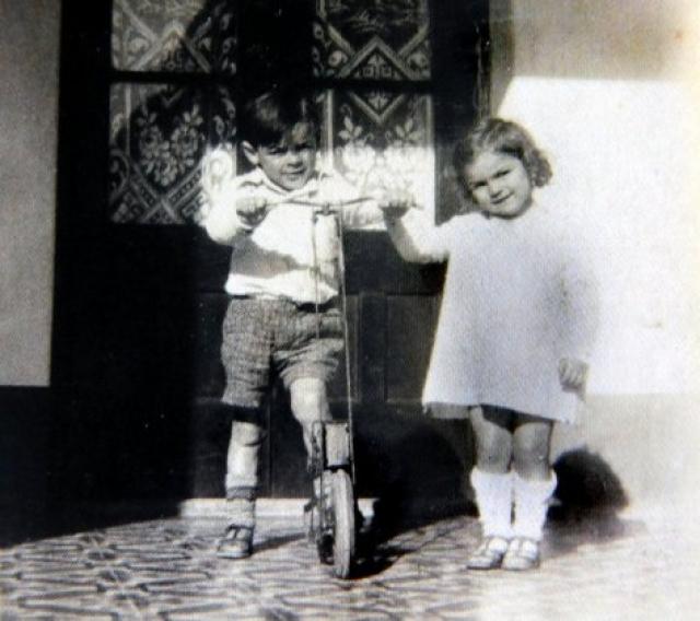 В возрасте двух лет Эрнесто перенес тяжелейшую форму бронхиальной астмы (после эта болезнь преследовала его всю жизнь), и для восстановления его здоровья семья переехала в аргентинскую провинцию Кордова.