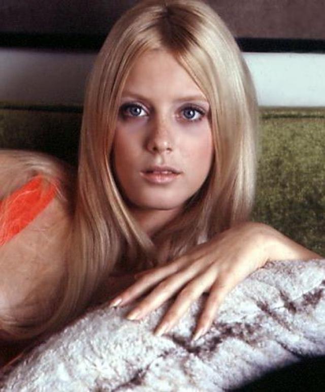 """Девушка была моделью журнала Playboy и снялась в таких фильмах и сериалах, как """"Любовь по-американски"""", """"Человек умер"""" и """"Железная сторона"""". 21 марта 1995 года в возрасте 48 лет Конни скончалась от рака легких."""