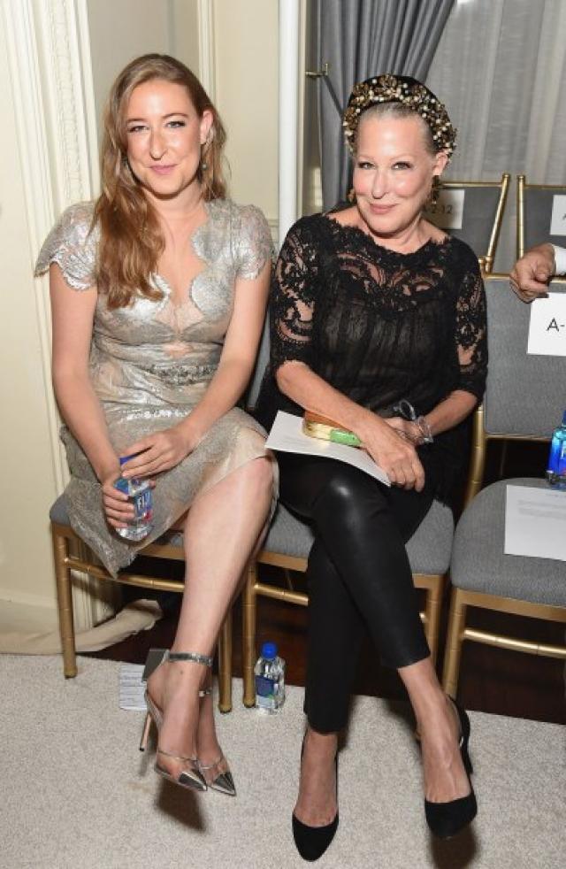 Актриса Бетт Мидлер и ее дочь София Вон.