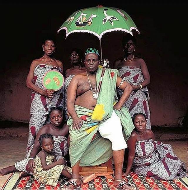 Жозеф Ланганфен. Король Бенина - представитель династии Абоми, является президентом КАФРА, совета королевских семей.