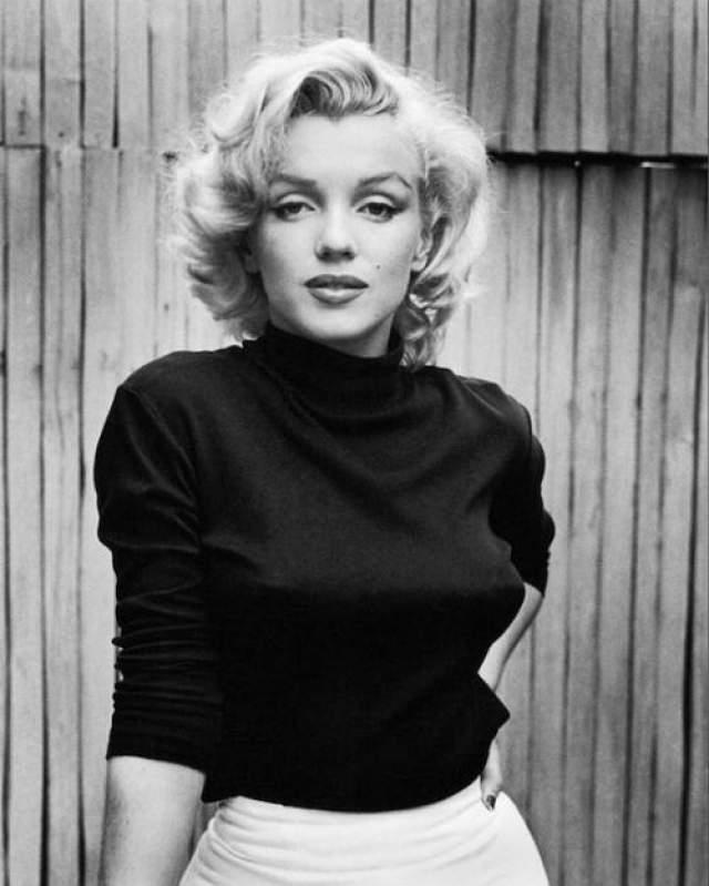 Мерилин Монро Первый контракт Монро с Columbia Pictures был расторгнут: продюсеры сказали ей, что она недостаточно красива и талантлива, чтобы быть актрисой. Монро продолжала добиваться ролей и стала одним из самых легендарных персонажей Голливуда.