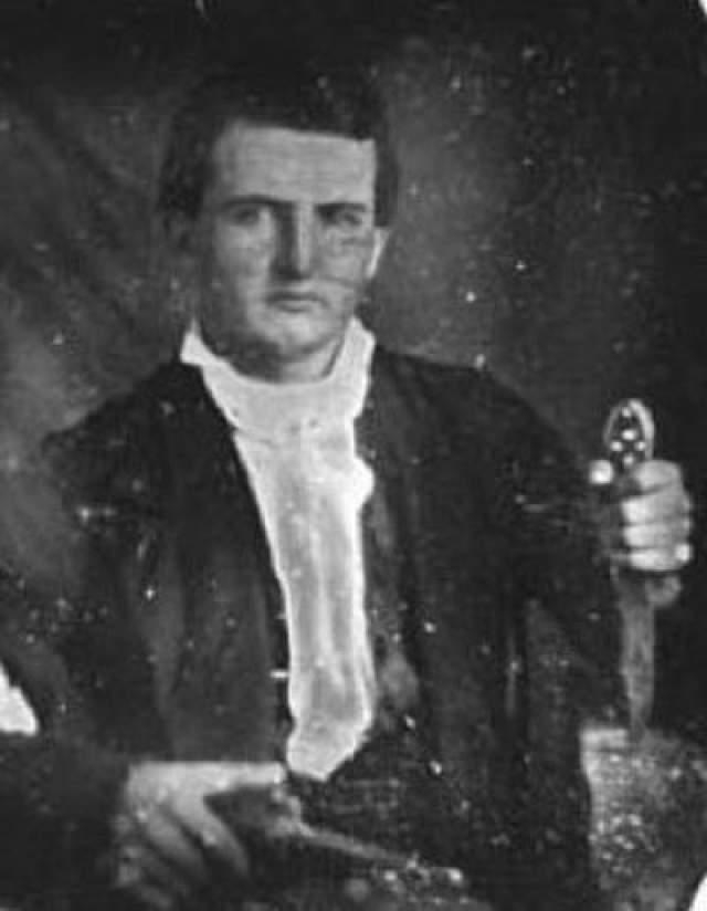 Блэк держал все методы создания своих ножей под величайшим секретом, а все работы проводил за кожаной занавеской. Многие утверждают, что Блэк заново открыл секрет производства булатной стали, которая использовалась при изготовлении ближневосточных мечей (1100 -1700 годы) и которая легко могла перерезать европейский нож низкого качества. Таким образом, ножи Джеймса Блэка не могут быть продублированы даже сегодня. Блэк умер 22 июня 1872 года в Вашингтоне, штат Арканзас.