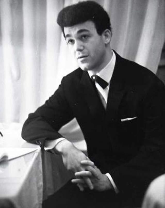Иосиф Кобзон, 61 год карьеры. Первые концерты Иосифа Давыдовича прошли на сцене техникума, где он пел в дуэте с будущим чемпионом Украинской ССР по бадминтону Борисом Баршахом.