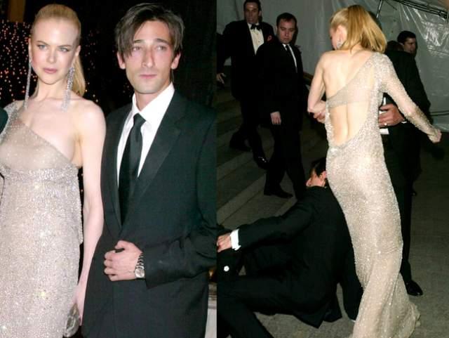 Актер Эдриен Броуди стал жертвой потери равновесия на Met Gala в 2003 году с Николь Кидман и своей матерью, которую он хотел поддержать, не удержался на ногах и упал.