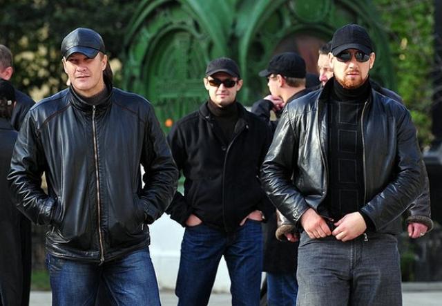 Русские гангстеры за пределом страны обычно отличаются от среднего бизнесмена или финансиста только особенностями своих занятий, внешние атрибуты же вполне обычны - дорогой костюм, хорошее образование и блестящий английский.