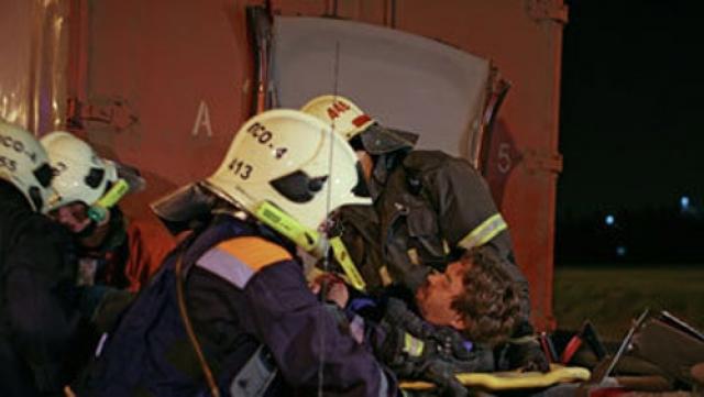 """Взрыв на станции """"Белорусская"""" случился 5 февраля 2001 года в 18:45 по московскому времени. Бомба была заложена под мраморную скамью, расположенную на платформе."""