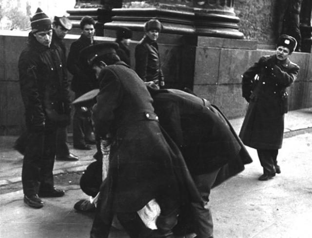 """Объектами агентов КГБ были """"наиболее активные и злобные враги Советского Союза из числа деятелей капиталистических стран, особо опасных иностранных разведчиков, руководителей антисоветских эмигрантских организаций и изменников Родины""""."""