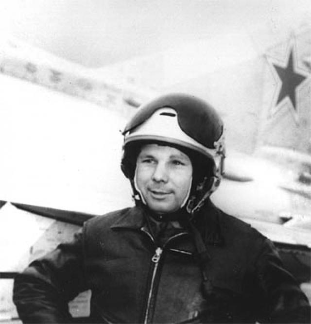 27 марта 1968 года Гагарин погиб в авиационной катастрофе, выполняя тренировочный полёт на самолёте МиГ-15УТИ под руководством опытного инструктора В. С. Серегина, вблизи деревни Новосёлово Киржачского района Владимирской области.