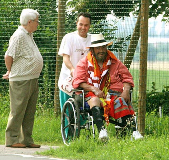Лучано скончался в 5 утра 6 сентября 2007 года от рака поджелудочной железы в своем доме в Модене.
