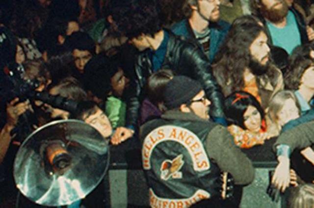 """Несмотря на инцидент, концерт был продолжен - """"Роллинг Стоунс"""" не поняли во всей этой суматохе, что кто-то был убит. Кроме того, как позже заявил Мик Джаггер, ситуация была настолько непростой, что если бы рок-группа прервала концерт, то это, по их мнению, привело бы к еще большим беспорядкам и человеческим жертвам."""