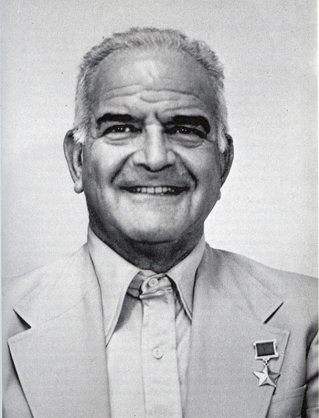 Рамон Меркадер. Агент советской разведки, убийца Троцкого, отсидел в мексиканской тюрьме все 20 лет, после чего был переправлен на Кубу, а далее нелегально - в СССР.