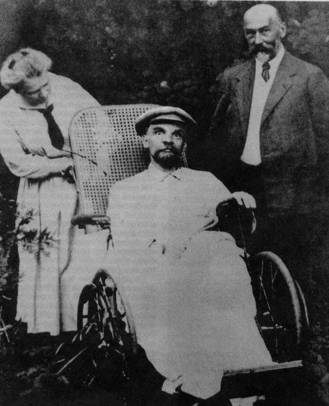 В последние же годы Ленин практически не вставал и изменился до неузнаваемости, так что отдыхом его последний отпуск в Горках назвать сложно.