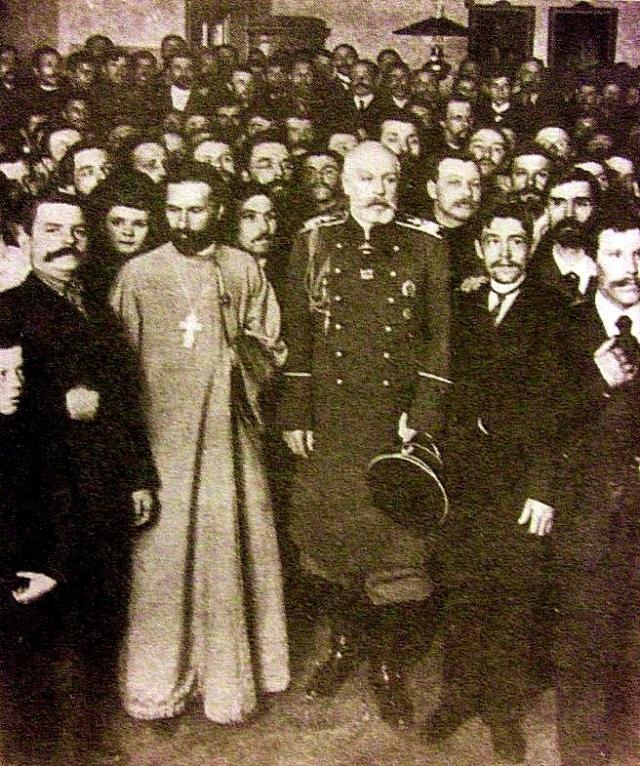 Георгий Аполлонович заручился поддержкой супругов Карелиных. Они были выходцами из социал-демократической среды и имели большой авторитет среди рабочих. Весной 1904 года организация насчитывала уже несколько тысяч человек.