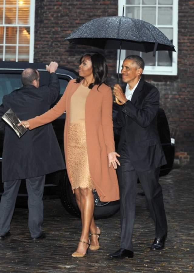 Мишель Обама : 42 размер ноги Супруга американского президента Барака Обамы позволяет себе показываться на людях в шортах.