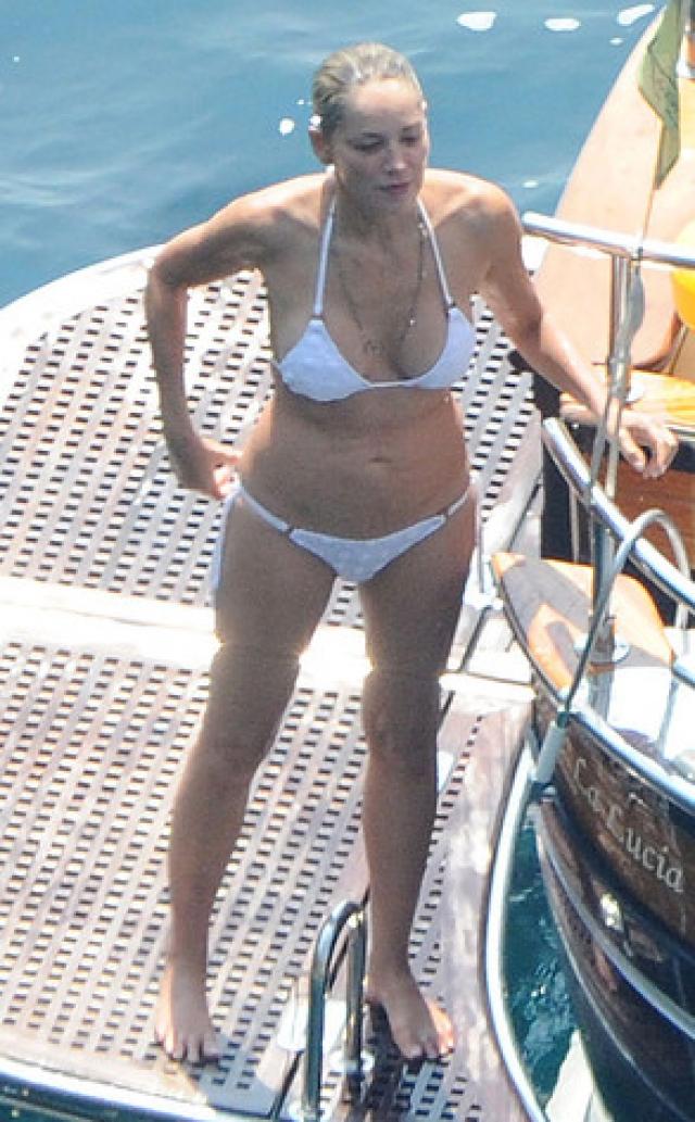 Шэрон Стоун. 58-летняя актриса поражает поклонников каждым появлением в бикини.