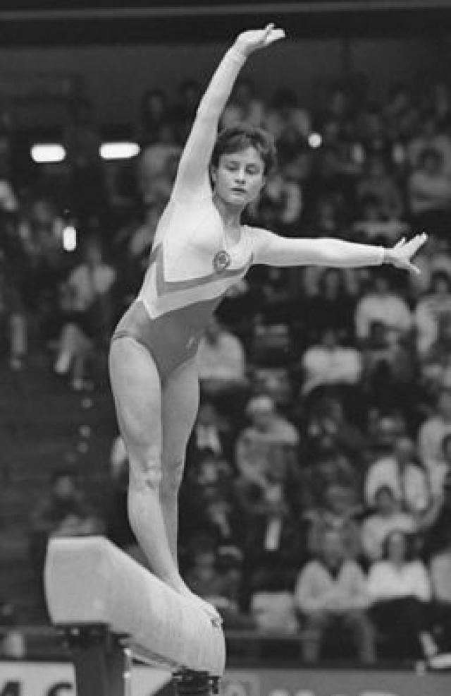 Елена Шушунова (спортивная гимнастика). Спортсменка стала абсолютной чемпионкой мира 1985 года - в 16 лет.