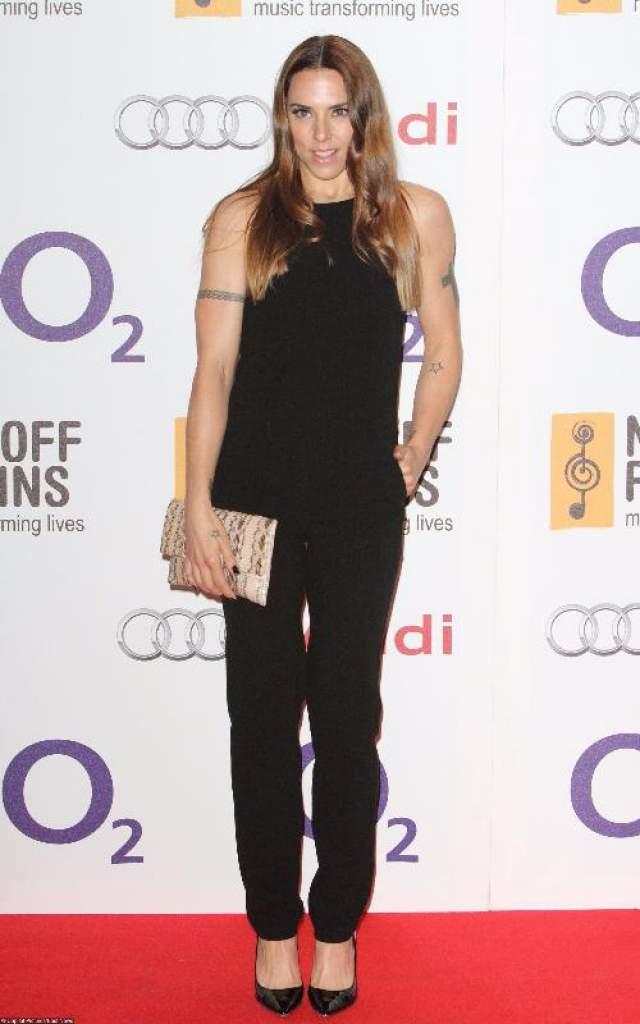 В 2009 году она получила роль в мюзикле Blood Brothers в Лондоне, и это у нее тоже получилось неплохо: Мелани даже была номинирована на престижную театральную премию имени Лоуренса Оливье.