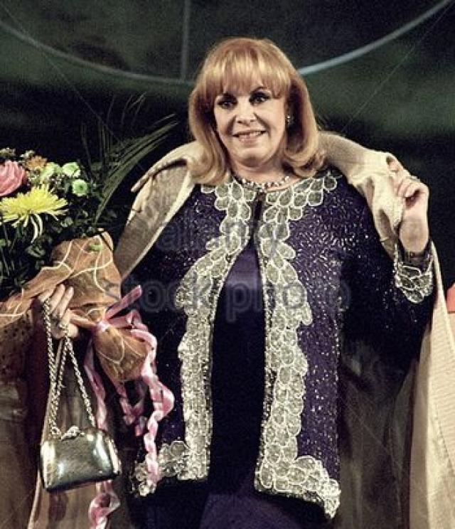 Тем не менее Мерсье продолжает появляться на кинофестивалях с ретроспективами фильмов об Анжелике. В 2006 году правительство Франции вручило актрисе Орден искусств и литературы.