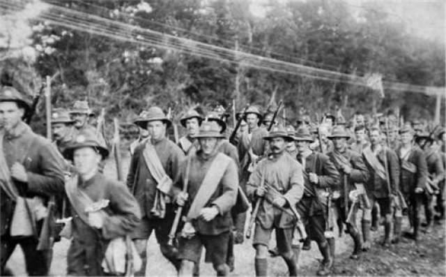 """Исчезновение батальона Норфолкского полка Целый батальон Норфолкского полка исчез 12 августа 1915 года во время Дарданелльской операции. Причем произошло это необъяснимое явление на глазах у очевидцев - солдат новозеландского подразделения, которые находились на передовой в районе """"высоты 60"""", когда норфолкцы готовились к атаке турецких позиций."""