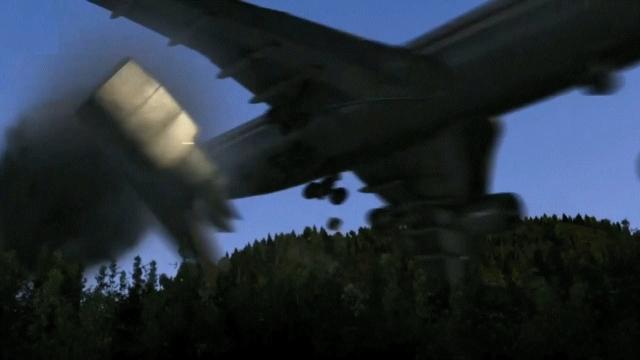Все четыре гидравлические системы вышли из строя, самолет стал неуправляемым. Через 6 минут после того, как Управление воздушным движением Токио начало вести самолет, на экране диспетчера появился аварийный код ответчика - 7700. (На фото - реконструкция событий)