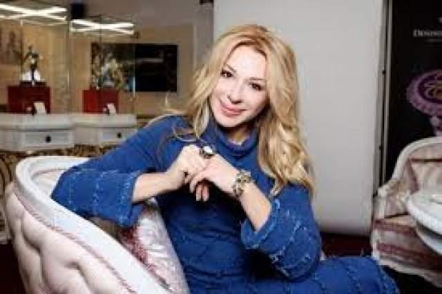 Как-то в течение теплого сезона Алена выезжала на гастроли по России семь раз, но все равно возвращалась в Марбелью.