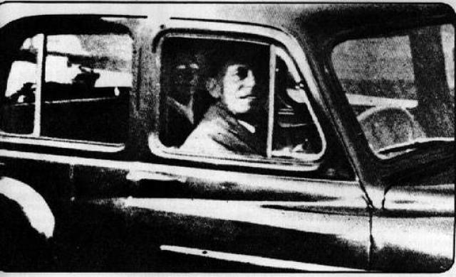 В 1959 году Мэбл Чиннери поехала на кладбище, чтобы проведать свою маму. Она сделала фото своего мужа, сидящего на переднем пассажирском месте. Пленка была проявлена, после чего выяснилось, что на заднем сиденье сидит кто-то в очках.