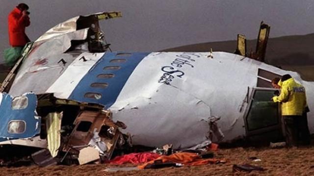 Из всех терактов, связанных с режимом Каддафи, наибольшую известность получил взрыв пассажирского самолета компании Pan American над шотландским городом Локкерби 21 декабря 1988 года, в результате которого погибли 270 человек.