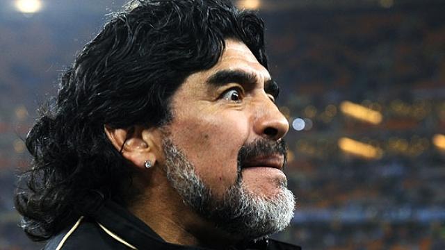Порой наставники команд реагируют на забитые голы не менее ярко, чем игроки. Так, Диего Марадона и в бытность игроком не отличался сдержанным характером, продолжая не стесняться в реакциях и поныне.