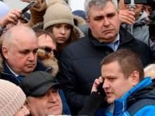 Вице-губернатор Кемеровской области на коленях попросил у жителей прощения за трагедию в ТЦ