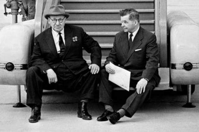 Советчике авиаконструкторы А.Н.Туполев и С.В.Ильюшин. Автор: Абрамочкин Юрий, 1966 год