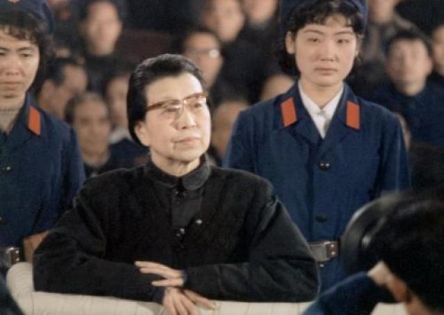 Цзян Цинн - сначала любовница, а потом и супруга китайского лидера Мао Цзэдуна. Некоторые современники считали, что у этой женщины отсутствуют моральные устои, она хитра и расчетлива, и ничего не делает просто так.