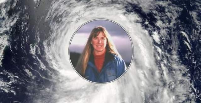 41 день в океане Путешествие молодой пары по маршруту Таити - Сан-Диего было сорвано внезапным ураганом. 12-метровые волны перевернули парусное судно, в котором плыли 23-летняя американка Тами Эшкрафт и ее жених британец Ричард Шарп. От удара волны девушка потеряла сознание. Когда Тами очнулась спустя сутки, она увидела, что лодка разбита, а спасательный пояс ее друга разорван.