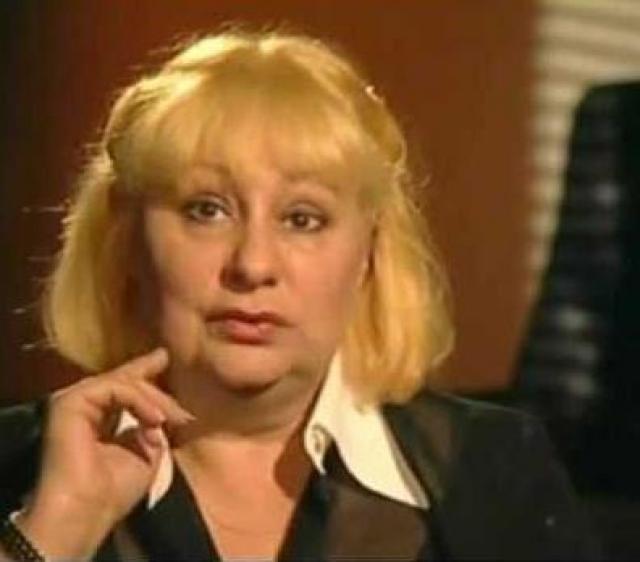 Виктория Брежнева - еще одна внучка генсека. Викторию пару раз разыскивали журналисты, из интервью стало известно, что еще в начале 90-х она продала все квартиры и все имущество, которое досталось в наследство от деда. И практически нищенствует.