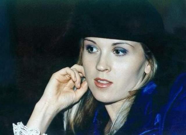 Лика Стар Сегодня имя певицы Лики Стар почти забыто, но не так уж давно она была Мега-популярным человеком в отечественном шоу-бизнесе. Ведь Лика Стар - первая девушка-диджей России. А еще она была певицей, для которой снимались самые дорогие видеоклипы.