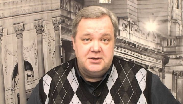 """Пройдя короткий опыт работы политическим пресс-секретарем, ушел на радио. С января 2006 года - политический обозреватель """"Радио России"""", ведущий ежедневного интерактивного ток-шоу """"Особое мнение"""""""