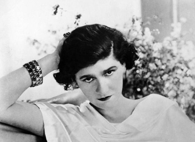 Также считается, что логотип - первые буквы имени и фамилии основательницы модного дома Коко Шанель - Coco Chanel.