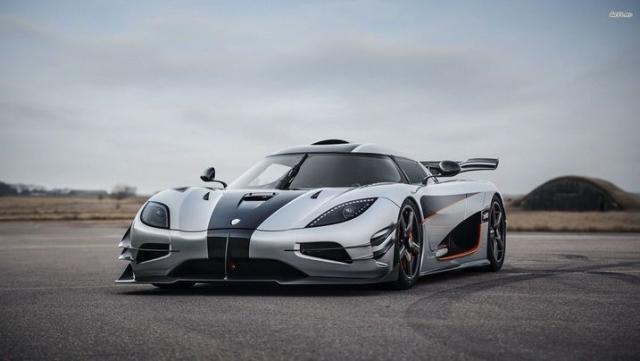 Koenigsegg Agera - $2 600 000. Мощность двигателя суперкара - 1115 л.с., а максимальная скорость - 420 км/ч.