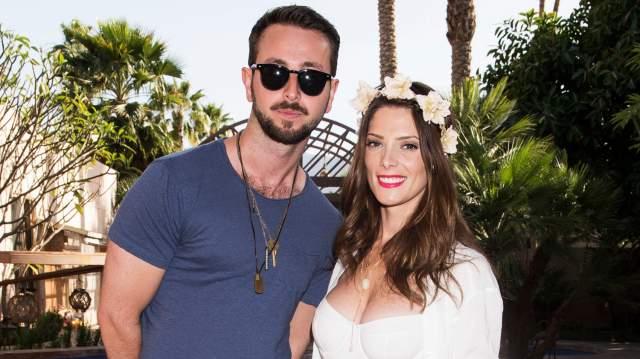 """Эшли Грин и Пол Коури, июль 2018. Звезда """"Сумерек"""" вышла замуж за своего коллегу. Они познакомились в 2013 году, спустя три года возлюбленные обвенчались."""