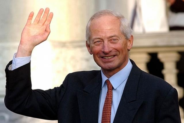 Ханс-Адам II. Князь Лихтенштейна провел референдум и попросил у народа расширить полномочия монаршей власти. Народ согласился.