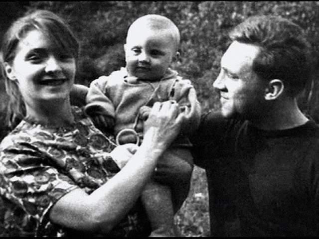 Официально поженились они лишь в 1965, правда, вскоре пара выяснила, что у них много взаимных претензий и мелких раздражений, из-за чего брак распался.