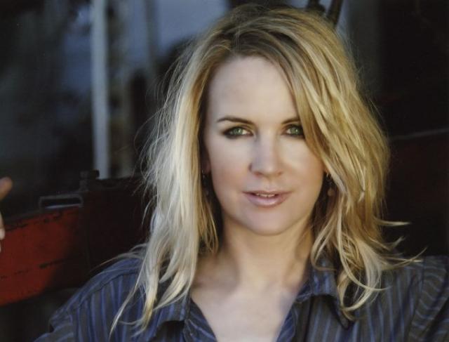 В 2002 году актриса создала свою собственную киностудию, в которой выступала в роли продюсера и режиссера, а также продолжила сниматься в фильмах других режиссеров и в театральных постановках. Также Рене О'Коннор открыла в себе талант художника.