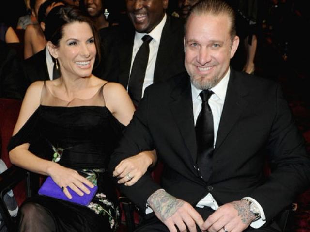50-летняя Сандра Баллок развелась с Джесси Джеймсом даже несмотря на то, что незадолго до этого они удочерили малышку.
