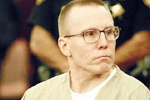 Он был арестован и приговорен к пожизненному заключению без права досрочного освобождения. Всего он убил от 30 до 60 человек.