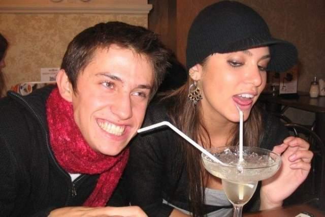 Оказалось, в тот год Никки привезла в Россию свой очередной фильм и случайно попала на спектакль, где играл Прилучный. Опустился занавес, и девушка подошла к российскому актеру, чтобы похвалить его выступление по-английски. Тот английского не знал, покивал ей и ушел с улыбкой.