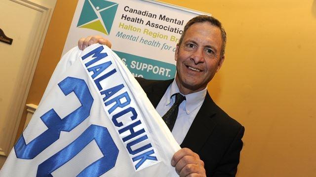 Физиотерапевт Джим Пиццутелли смог при остановить кровь, пережав вену и передав хоккеиста на руки врачам. Хирургам удалось спасти жизнь Клинта, наложив ему более 300 швов.