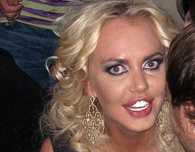 В свое время она изменила форму носа, увеличила грудь и губы.Ведущая признавалась, что некоторые изменения своей внешности считает напрасными.