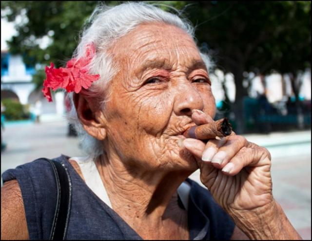 Самое злопамятное завещание оставил в 1960 году некий Самуэль Брат. Он знал, что его супруга не могла выносить запаха табачного дыма. Вот и распорядился мужчина, что для вступления в права наследства в 330 тысяч фунтов, его вдова должна была выкуривать ежедневно 5 сигар.