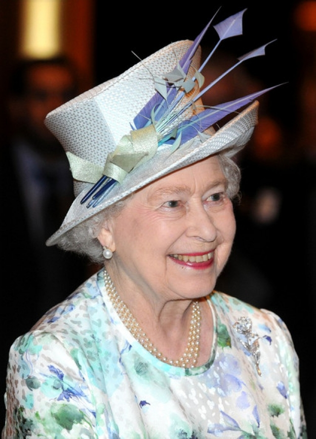 Как, например, вот эта шляпка с громоздким декором.
