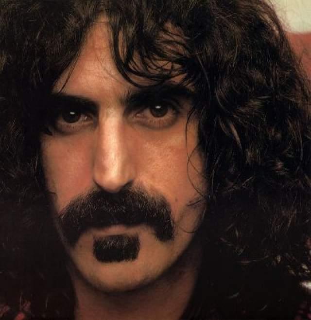 """Фрэнк Заппа. Рок музыкант также изобрел """"фирменную"""" форму усов."""