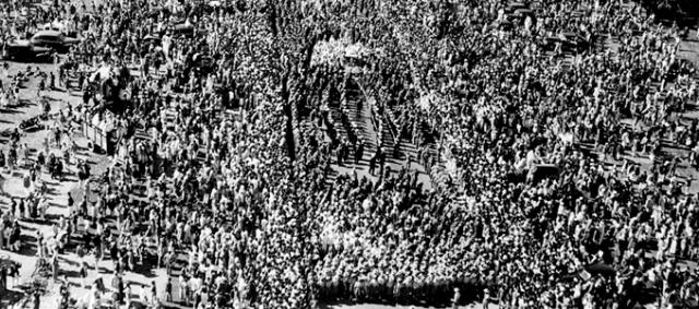 Иосиф Сталин. Генсек скончался от кровоизлияния в мозг 5 марта в 21.50, а на следующий день тело вождя было выставлено в Колонном зале Дома Союзов для трехдневного прощания.